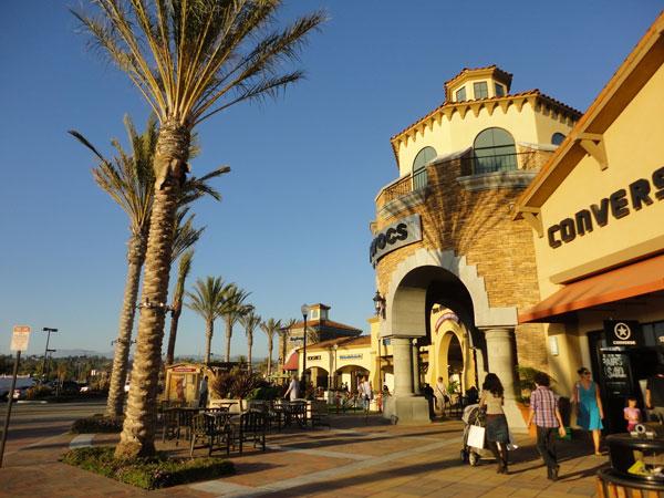 卡马里奥名牌折扣购物中心 (Camarillo Premium Outlets)
