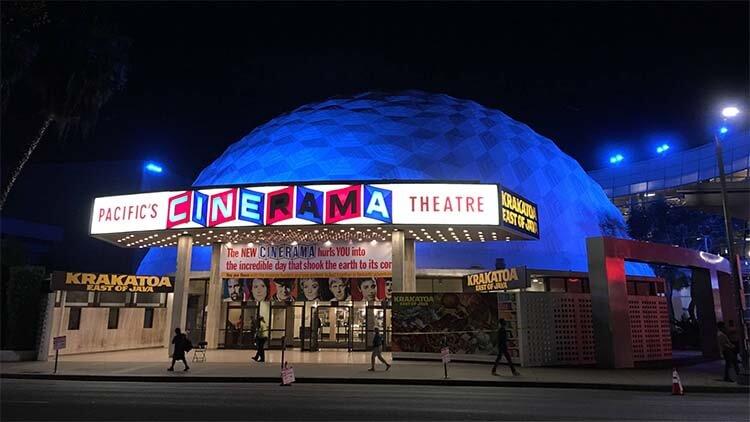 《好莱坞往事》中 Cinerama Dome 的特写镜头