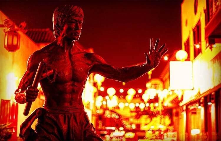 中国城中央广场的李小龙雕像